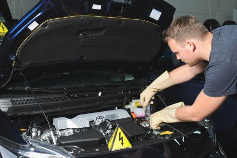 Fachkräfte schaffen für Elektrofahrzeuge