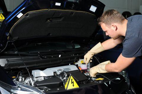 ZDK-Seminar: Elektromobilität - von den Grundlagen bis zur Instandsetzung der HV-Batterie und das 48-Volt-Bordnetz, Digitale Vernetzung im Kraftfahrzeug