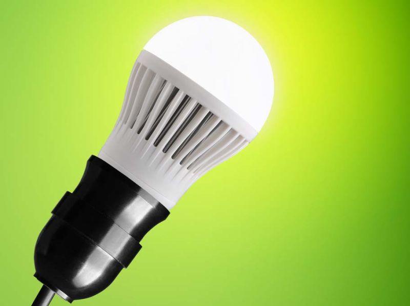 Im neuen Licht: Labor- und Werkstattausstattung leuchtet maßgeschneidert